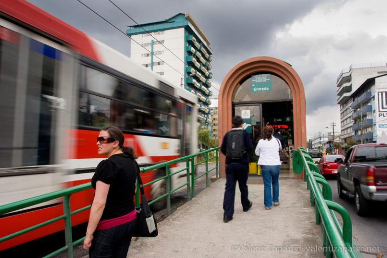 """Parada """"La Y"""" del Trolebús de Quito"""