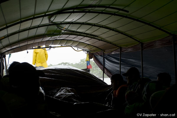 Barco colectivo en Yasuní. Collective boat in Napo River